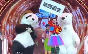 小丑天团创意演出动物拳击赛,功夫熊猫对阵大白熊看着过瘾