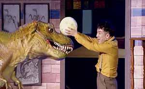 林涛和队长为守护恐龙蛋联手抓盗贼,现场出现大恐龙吓坏众人
